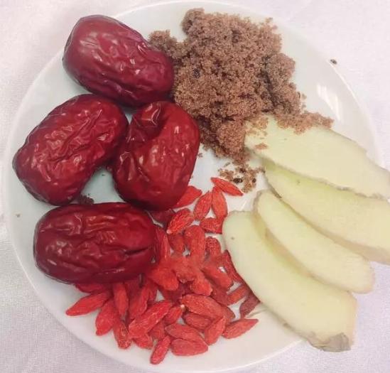 生姜、红糖、红枣、枸杞